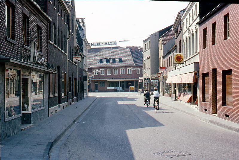 Die Steinstr. um 1970. Rechts Schuhhaus Kamper